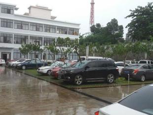 屯昌公安局停车场和安装铝合金门窗