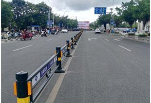 陵水站前大道护栏照片