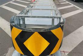 G98海南环岛高速三亚绕城段互通立交分流鼻处增设防撞垫项目